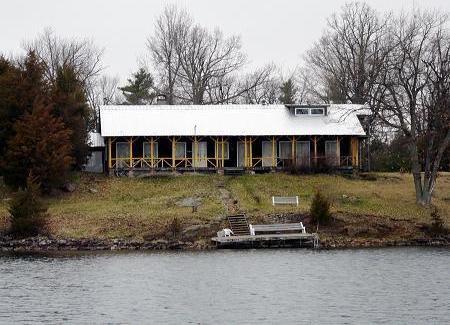 1 Newboro-rocky Bluff Island, Newboro, Ontario K0G1P0
