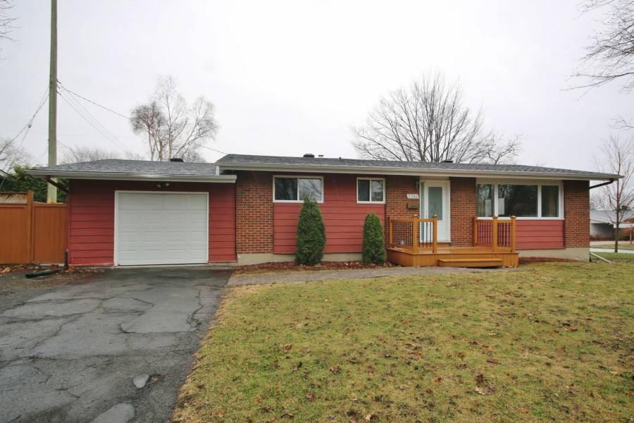 2384 Howland Avenue, Ottawa, Ontario K1G1J5