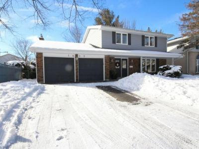 Photo of 1633 Amberdale Crescent, Ottawa, Ontario K1H7B2