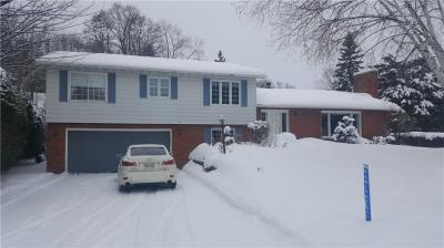 Photo of 14 Whippoorwill Drive, Ottawa, Ontario K1J7J2