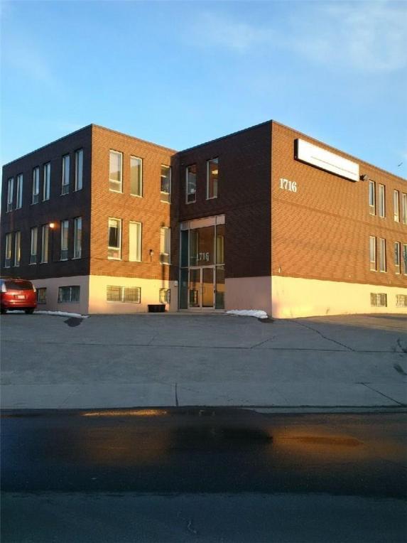 1716 Woodward Drive, Ottawa, Ontario K2C0P8