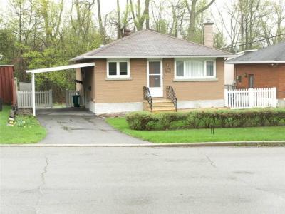 Photo of 906 Charleswood Avenue, Ottawa, Ontario K1K0W3