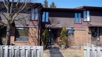 Photo of 860 Cahill Drive Unit#77, Ottawa, Ontario K1V9A3