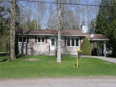 Photo of 13 Alexander Street, Rockland, Ontario K1K1K7