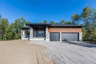 195 Country Meadow Drive, Ottawa, Ontario K0A1L0