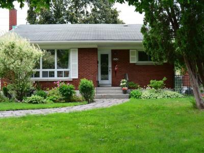 Photo of 656 Browning Avenue, Ottawa, Ontario K1G0T9