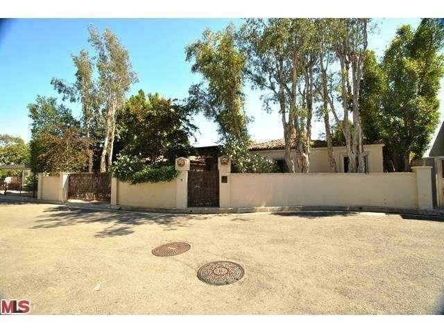 8732 St Ives Drive, Los Angeles, CA 90069