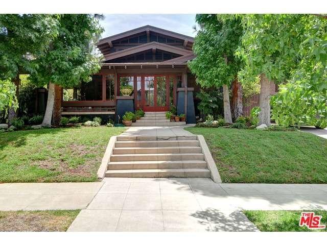 384 Ridgewood Place, Los Angeles, CA 90004