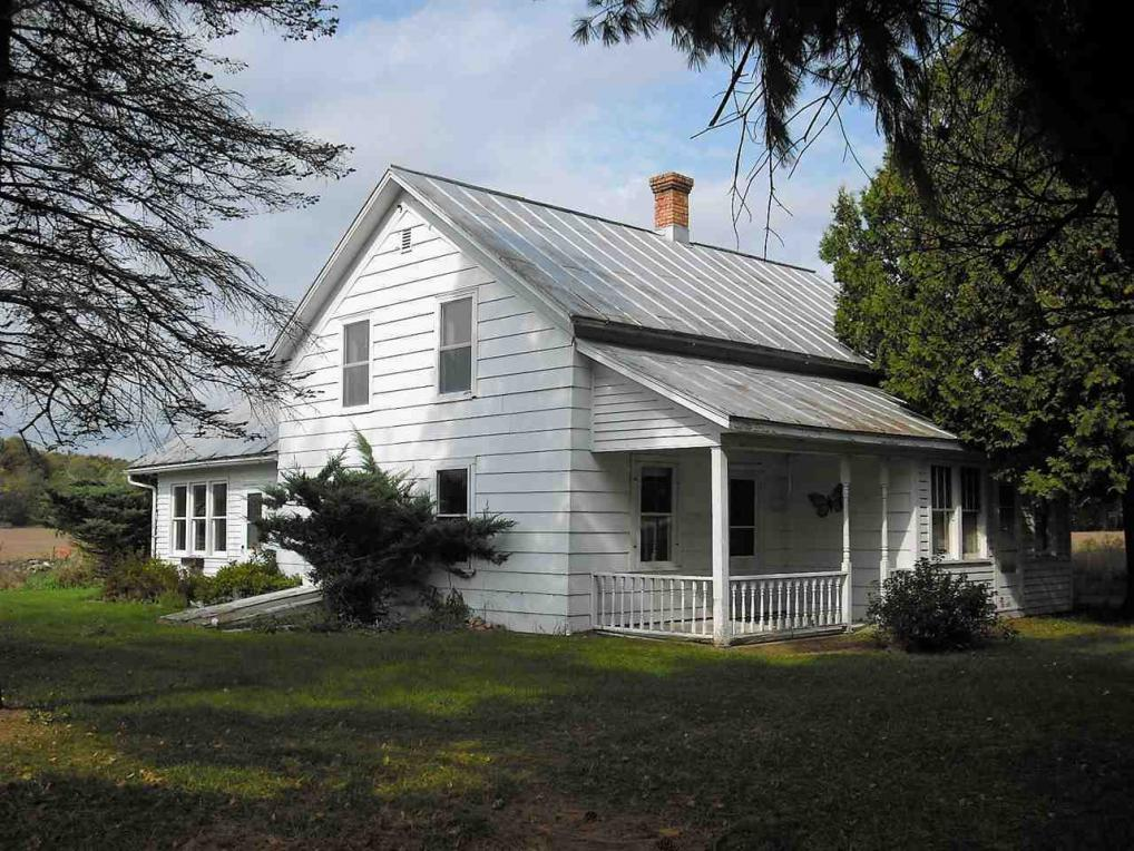 N8727 County Road J, Iola, WI 54945