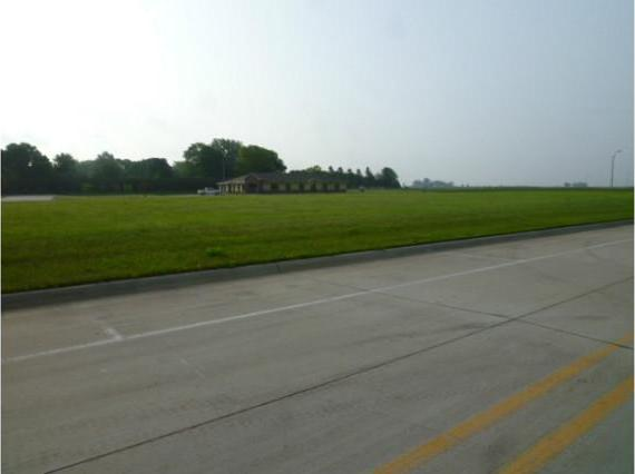 405 S Commerce Drive, Prairie City, IA 50228