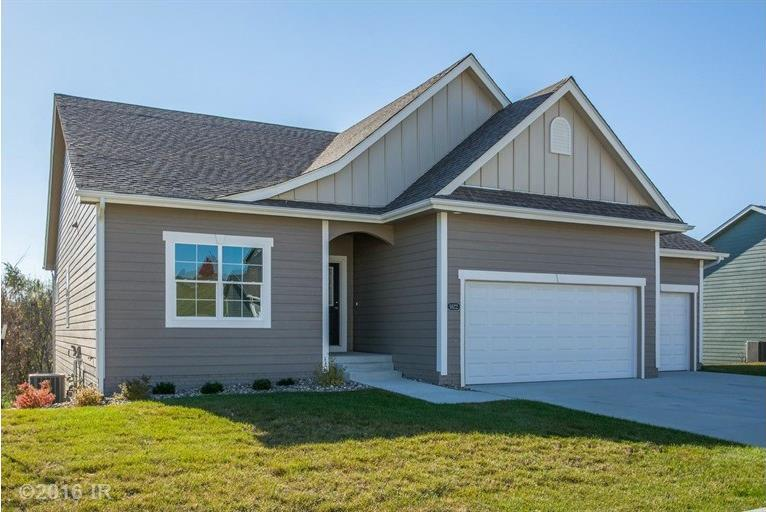 1622 Lakeview Drive, Pleasant Hill, IA 50327