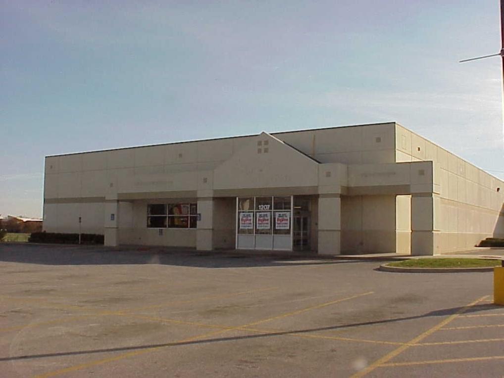 1207 1st Avenue E, Newton, IA 50208