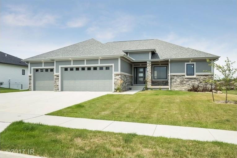 16219 Airline Court, Urbandale, IA 50323