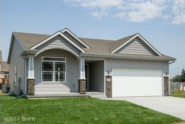 2210 Ironwood Drive SW, Altoona, IA 50009