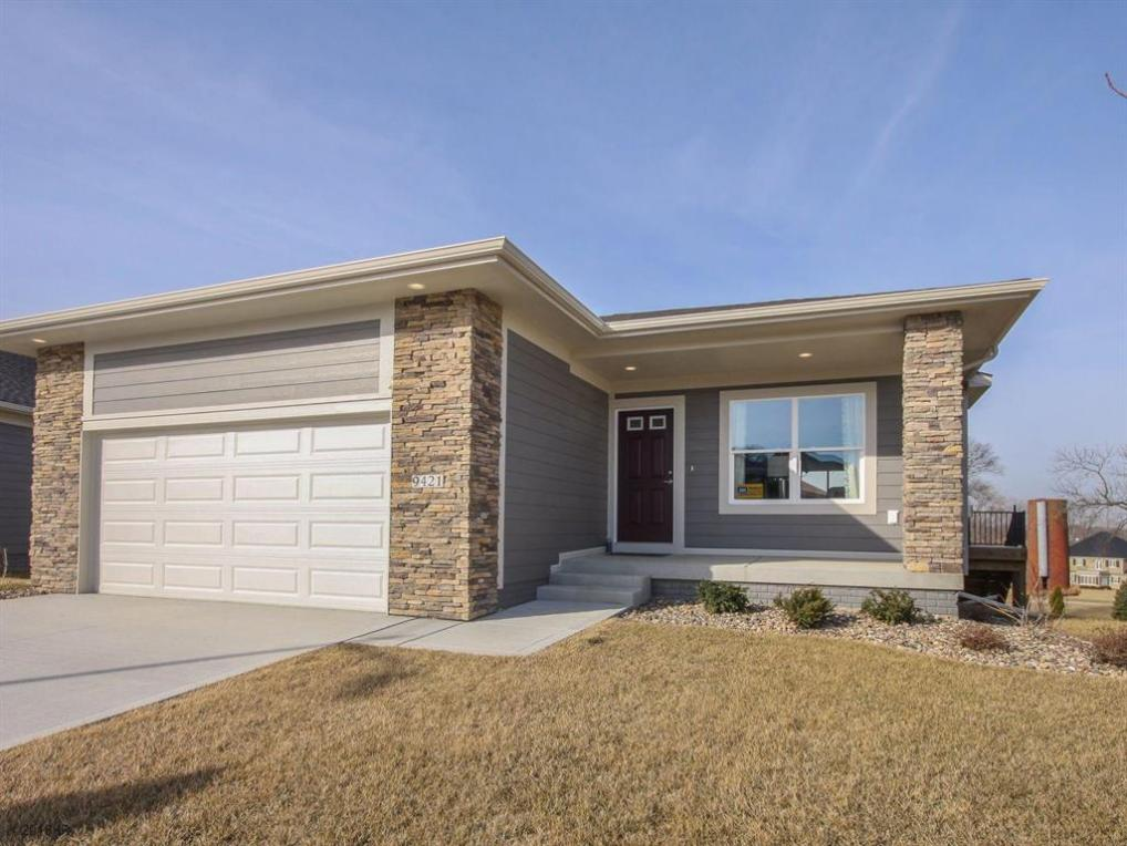 9421 Bellflower Lane, Norwalk, IA 50211