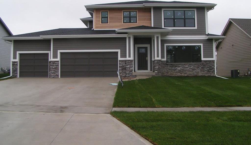 8985 Scarlet Drive, West Des Moines, IA 50266