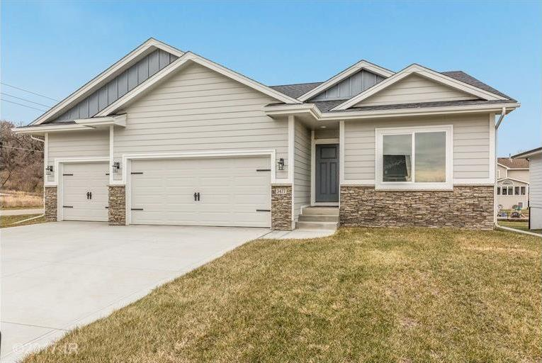 3477 Grand Valley Drive, West Des Moines, IA 50265