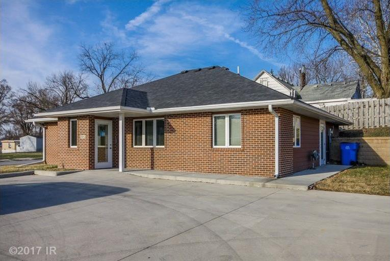 302 W 2nd Avenue, Indianola, IA 50125