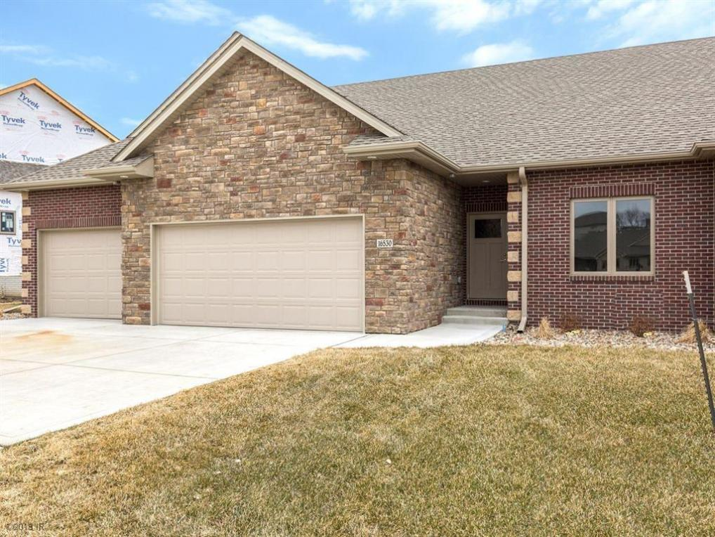 16530 Valleyview Lane, Clive, IA 50325