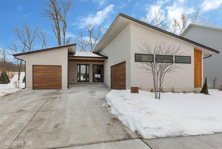 1018 S Kingswood Court, West Des Moines, IA 50266