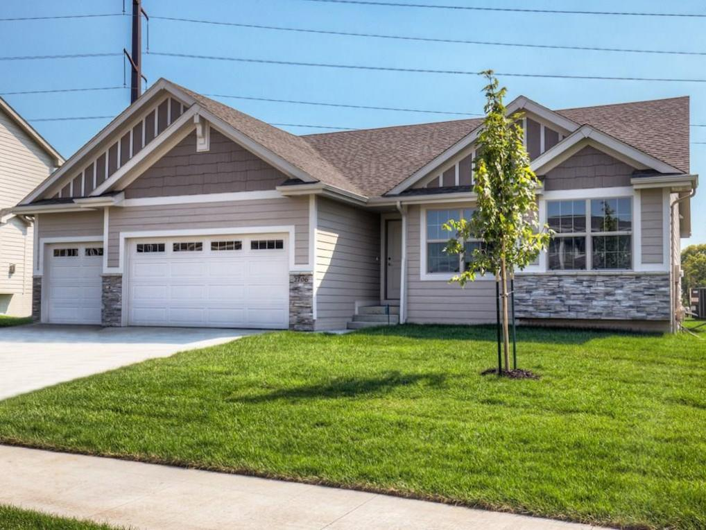 2706 Shady Lane Drive, Norwalk, IA 50211