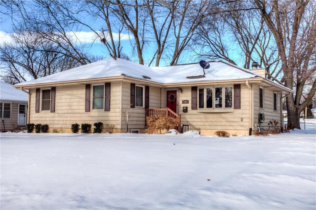 2201 Vine Street, West Des Moines, IA 50265
