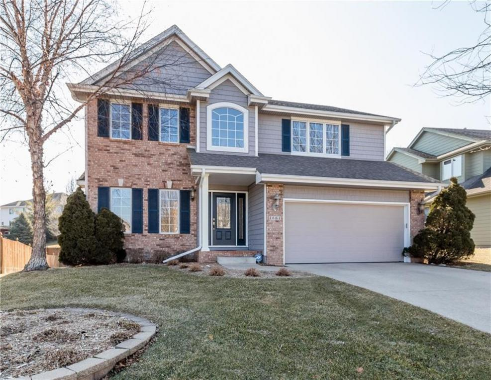 1661 NW 122nd Court, Clive, IA 50325