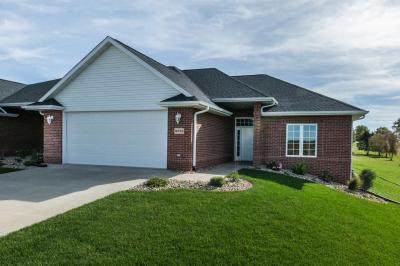 Photo of 16944 Thunder Ridge Drive, Peosta, IA 52068