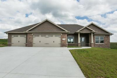 Photo of 174 Angela Jean Circle, Peosta, IA 52068