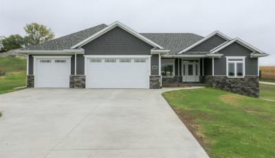 Photo of 16309 Country View Court, Dubuque, IA 52002