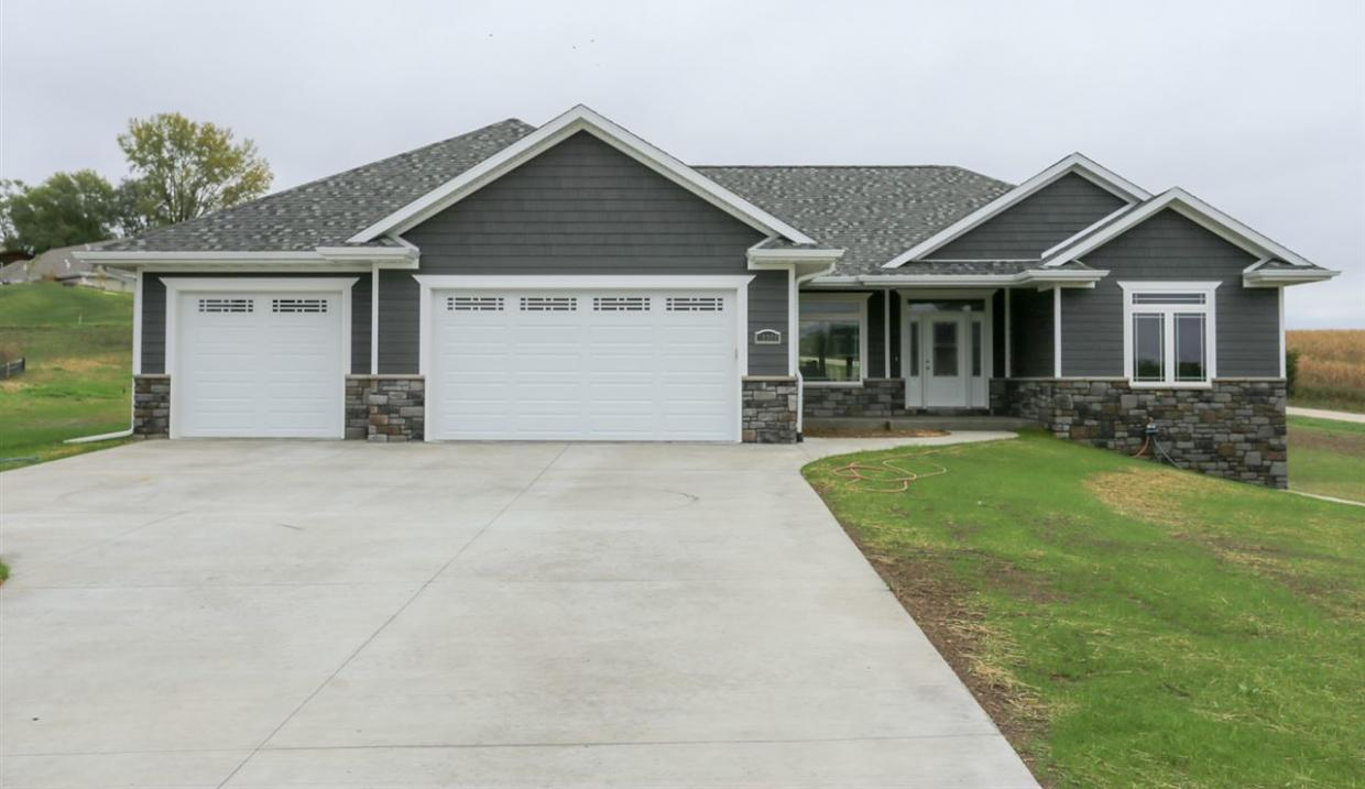 16309 Country View Court, Dubuque, IA 52002