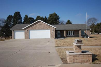 116 Fairview Drive, Manchester, IA 52057