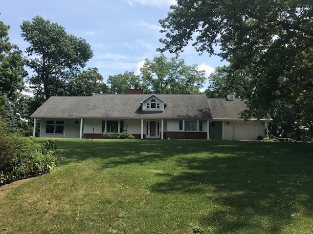 Spacious ranch home on over 3 acres! 1444 Rockdale Rd. Dubuque, Ia.