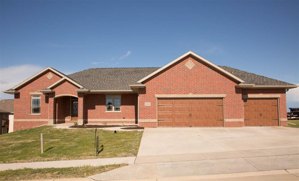 2260 Antler Ridge Drive, Dubuque, IA 52002