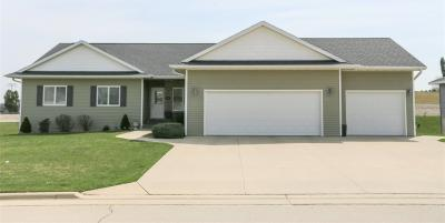Photo of 512 Cork Drive, Cascade, IA 52033
