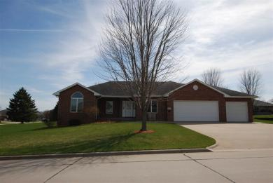 561 6th Ave Sw, Dyersville, IA 52040