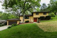 2876 Wildwood Drive, Dubuque, IA 52001
