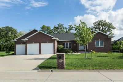 Photo of 625 7th Ave Sw Avenue, Dyersville, IA 52040