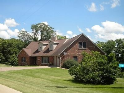 Photo of 3554 Echo Hills Drive, Bellevue, IA 52031