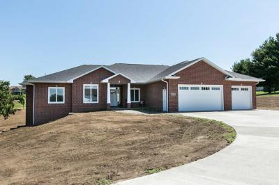 Photo of 10766 Cox Springs Road, Peosta, IA 52068