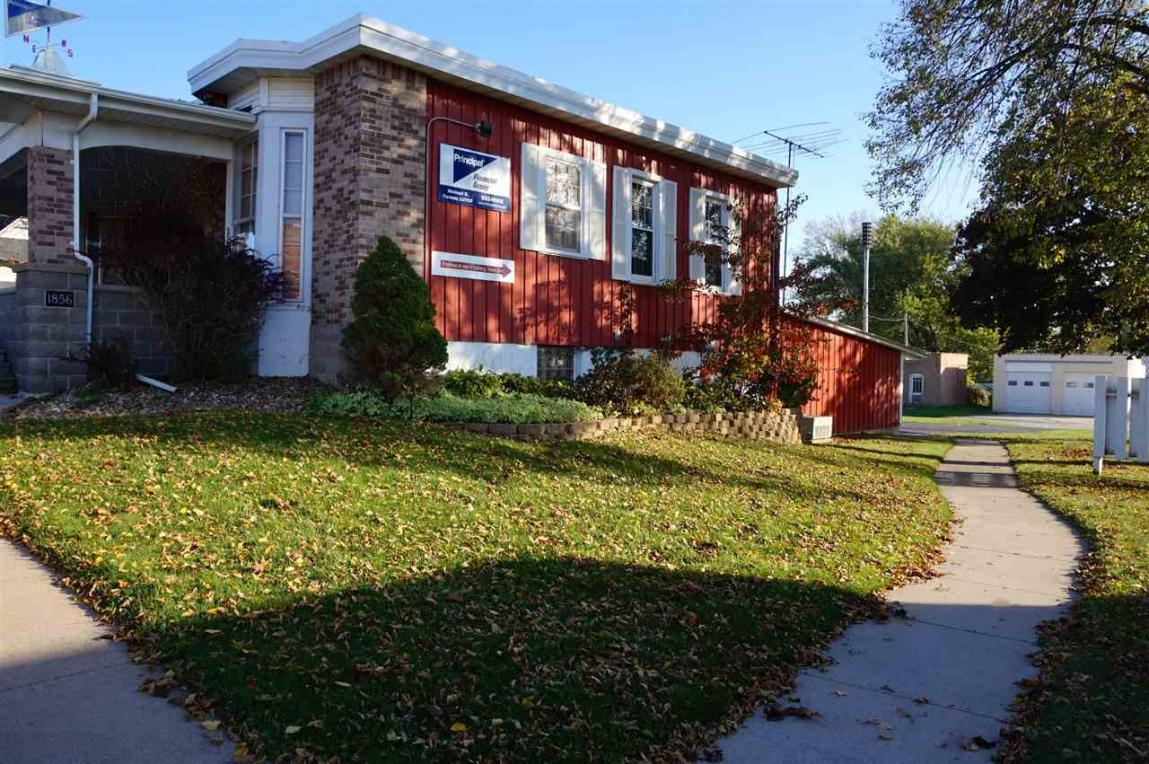 106 E Mission Street, Strawberry Point, IA 52076
