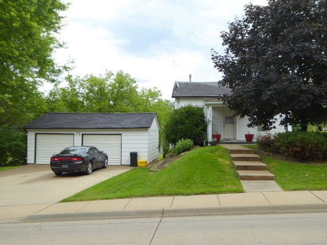 1834 Old Mill Road, Dubuque, IA 52003