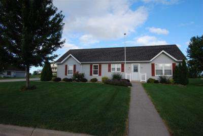 Photo of 611 9th St Nw, Dyersville, IA 52040