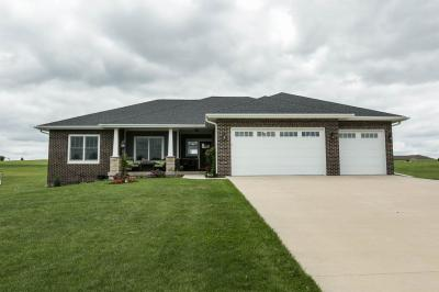 Photo of 15812 White Oak Drive, Peosta, IA 52068