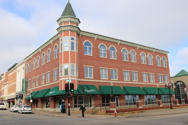 300 Main Street, Dubuque, IA 52001