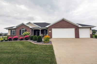 Photo of 401 S Lake Drive, Farley, IA 52046