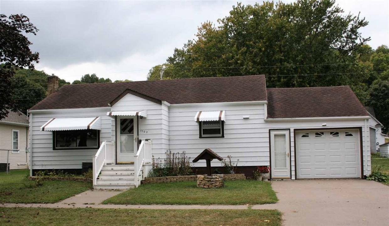 1102 Washington Street, Bellevue, IA 52031