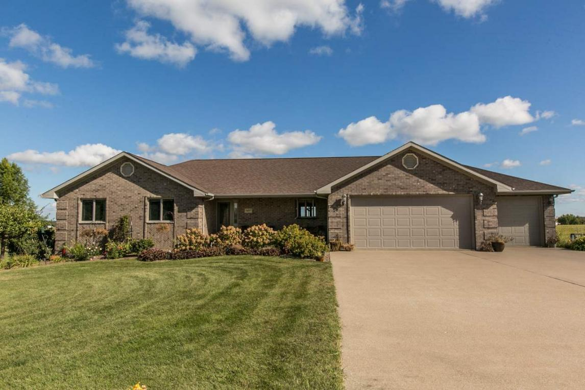 8423 Southern Hills Court, Dubuque, IA 52003