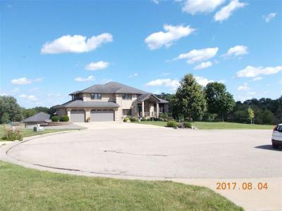 Photo of 16756 Corey Daniel Ct Circle, Dubuque, IA 52001