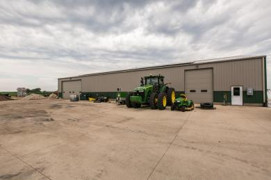 27657 N Us 52 Route, New Vienna, IA 52065